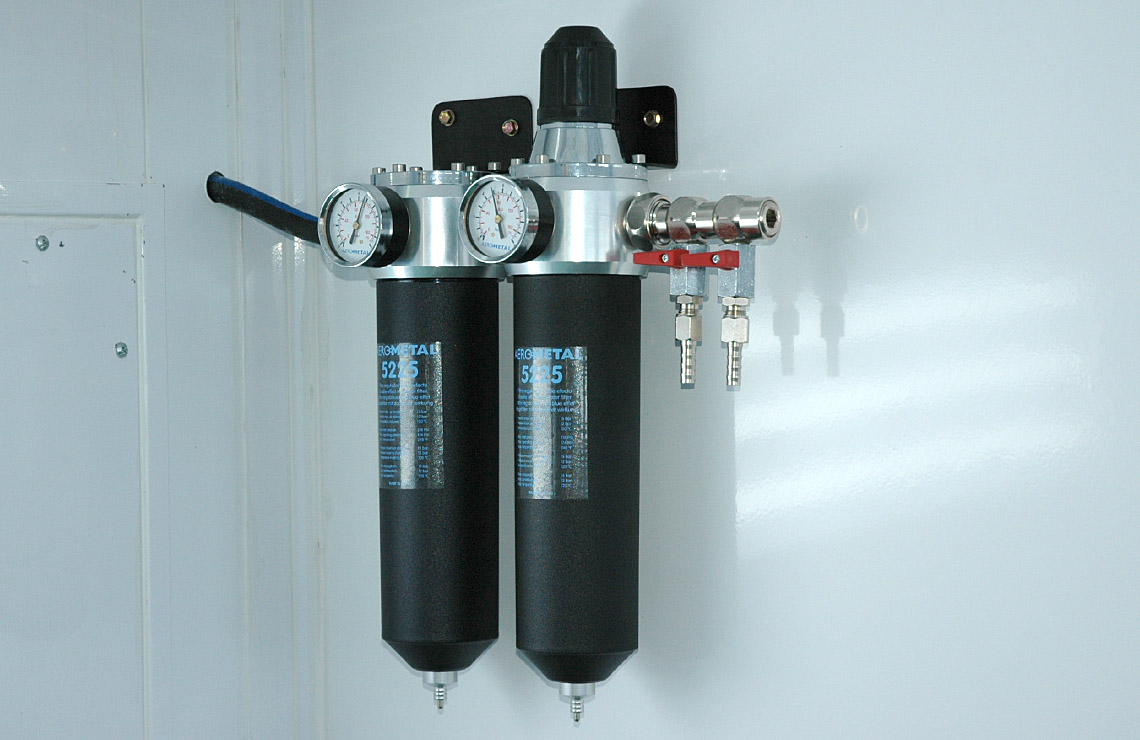 Double air filter regulator with pressure control.