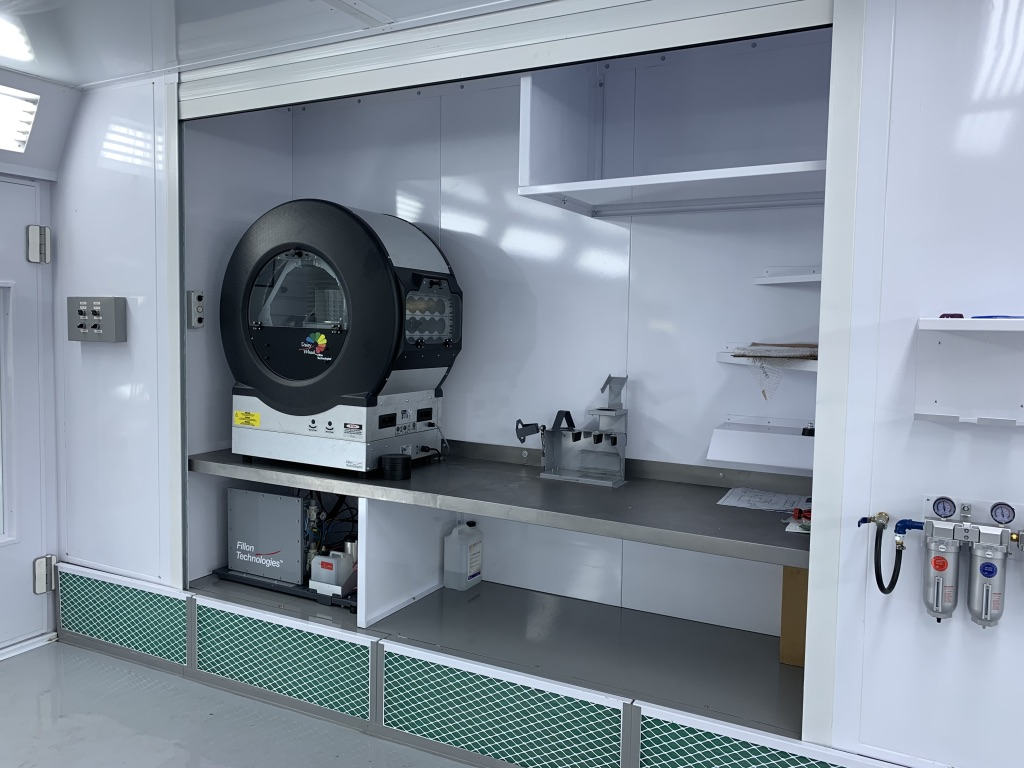 Internal mixing cabinete with roller door